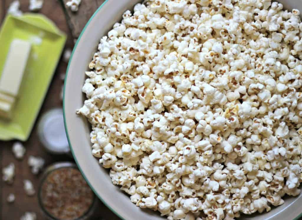 our favorite healthy movie night snacks - popcorn