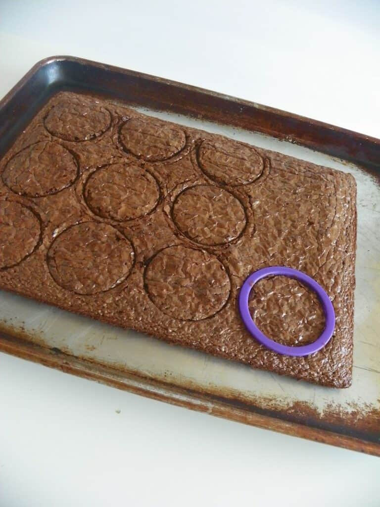cutting brownies with cookie cutter